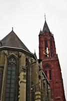 マーストリヒトの聖セルファース教会と聖ヤン教会の赤い鐘楼