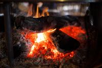 暖炉の火 10330000525| 写真素材・ストックフォト・画像・イラスト素材|アマナイメージズ