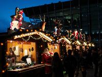 グランフロントのクリスマスマーケット 10330000538| 写真素材・ストックフォト・画像・イラスト素材|アマナイメージズ