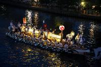 天神祭船渡御 10330000564| 写真素材・ストックフォト・画像・イラスト素材|アマナイメージズ