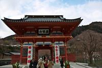 勝尾寺山門 10330000590| 写真素材・ストックフォト・画像・イラスト素材|アマナイメージズ
