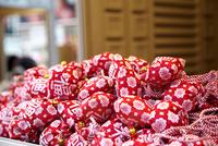 勝尾寺笹のお正月飾り 10330000603| 写真素材・ストックフォト・画像・イラスト素材|アマナイメージズ