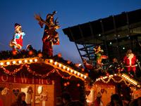 グランフロントのクリスマスマーケット 10330000637| 写真素材・ストックフォト・画像・イラスト素材|アマナイメージズ