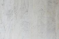 木目のあるうちっぱなしのコンクリートの壁