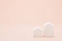 白い建物のオブジェ クラフト 10331001355| 写真素材・ストックフォト・画像・イラスト素材|アマナイメージズ