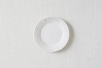 白い布と白い皿