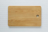 キッチンに置かれたカッティングボード 10331002553| 写真素材・ストックフォト・画像・イラスト素材|アマナイメージズ