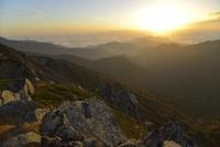 双六岳の山頂から見る夕日