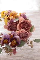 バラ(ジュリア)と小花のアレンジ