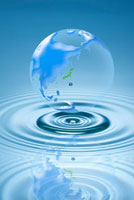 地球儀と水