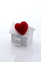家のクラフトとハート 10341001496| 写真素材・ストックフォト・画像・イラスト素材|アマナイメージズ