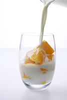 オレンジと飲むヨーグルト