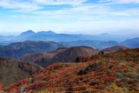 紅葉した大船山より望む由布岳 10341009366| 写真素材・ストックフォト・画像・イラスト素材|アマナイメージズ
