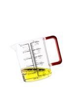 亜麻仁油と計量カップ
