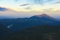 朝日を浴びる涌蓋山
