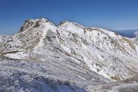雪景色の星生山 10341010815| 写真素材・ストックフォト・画像・イラスト素材|アマナイメージズ