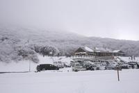 牧ノ戸峠登山口 10341010887| 写真素材・ストックフォト・画像・イラスト素材|アマナイメージズ