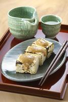 焼き豆腐と日本酒 10341011101| 写真素材・ストックフォト・画像・イラスト素材|アマナイメージズ