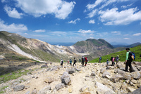 山開きの日の九重連山 10341011223| 写真素材・ストックフォト・画像・イラスト素材|アマナイメージズ