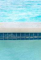 プールとプールサイド
