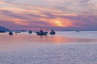 宇和海の夕日 10358000388| 写真素材・ストックフォト・画像・イラスト素材|アマナイメージズ