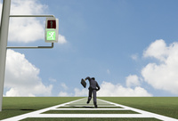 青信号と駆けるビジネスマン