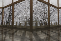 冬の和風建物の渡り廊下
