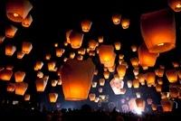 天燈祭り 10363000399| 写真素材・ストックフォト・画像・イラスト素材|アマナイメージズ