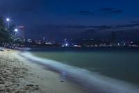 パタヤビーチの夜 10363002424  写真素材・ストックフォト・画像・イラスト素材 アマナイメージズ