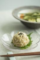 玄米おにぎりと焼き野菜