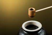 黒酢イメージ 10367005785| 写真素材・ストックフォト・画像・イラスト素材|アマナイメージズ