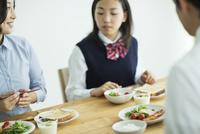 日本人家族の朝食シーン
