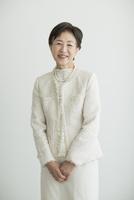 笑顔のシニア女性 10367006530| 写真素材・ストックフォト・画像・イラスト素材|アマナイメージズ