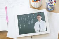 タブレットPCを使用した中高生の勉強机