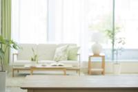 テーブルとリビングルーム 10367007970| 写真素材・ストックフォト・画像・イラスト素材|アマナイメージズ