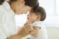 笑顔の赤ちゃんと母親