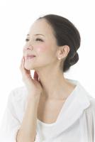 中年女性の美容イメージ 10367009012| 写真素材・ストックフォト・画像・イラスト素材|アマナイメージズ