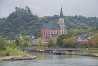 ライン川沿いのシェーンブルク城と聖母マリア教会