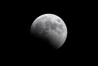 月食 10370005847| 写真素材・ストックフォト・画像・イラスト素材|アマナイメージズ