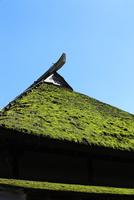 茅葺き屋根 10370007518  写真素材・ストックフォト・画像・イラスト素材 アマナイメージズ