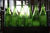 ボトルにお酒を入れる