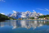 ミズリーナ湖と山
