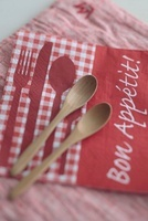 紙ナプキンと木製カトラリー