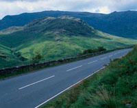 山並みを望める道路