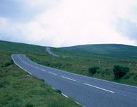 野原の中の道路