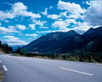 山並みと道路