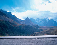 山並みと道路 10381000984| 写真素材・ストックフォト・画像・イラスト素材|アマナイメージズ