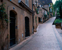 石畳の坂道の家並み 10381001159| 写真素材・ストックフォト・画像・イラスト素材|アマナイメージズ