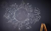 黒板に描かれた地球の絵
