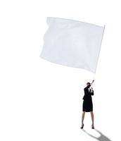 大きな旗を振る女性